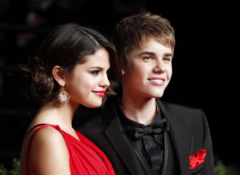 Selena og Justin, mens de var meget forelskede. Nu har Selena angiveligt gjort det forbi med teenageidolet Bieber.