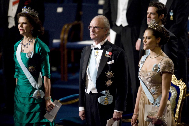 Rygter om graviditet klæber til prinsesse Victoria efter hun så mere 'fyldig' ud under den traditionelle Nobelprismiddag. Hun takkede blandt andet også nej tak til vin under middagen.