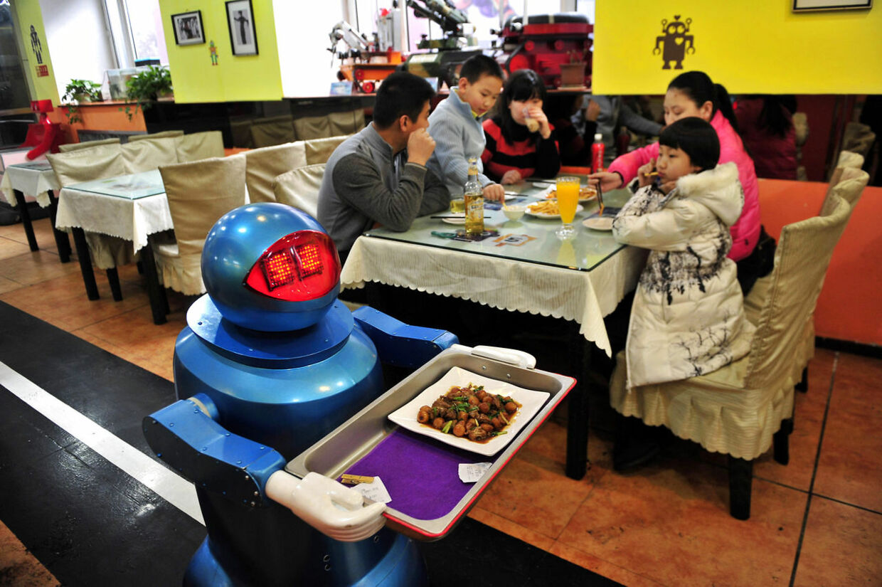 A robot delivers a dish to customers at a Robot Restaurant in Harbin, Heilongjiang province, January 12, 2013. Opened in June 2012, the restaurant has gained fame in using a total of 20 robots, which range in heights of 1.3