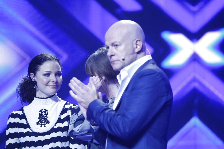 OBS - KUN TIL WEB-- X Factor fredag aften d.2.marts 2012. Her er det Østenby og Tandberg på scenen med Thomas Blachman. (Foto: Andreas Beck/Scanpix 2012).