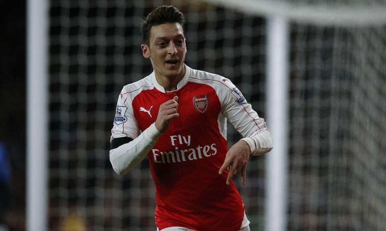 Mesut Özil har her selv scoret for Arsenal, men ellers er det især oplæggene til mål, den tyske verdensmester har været kendt for i denne sæson. En Arsenal-fan har været så begejstret, at han hyldede Mesut Özil i en bryllupstale.