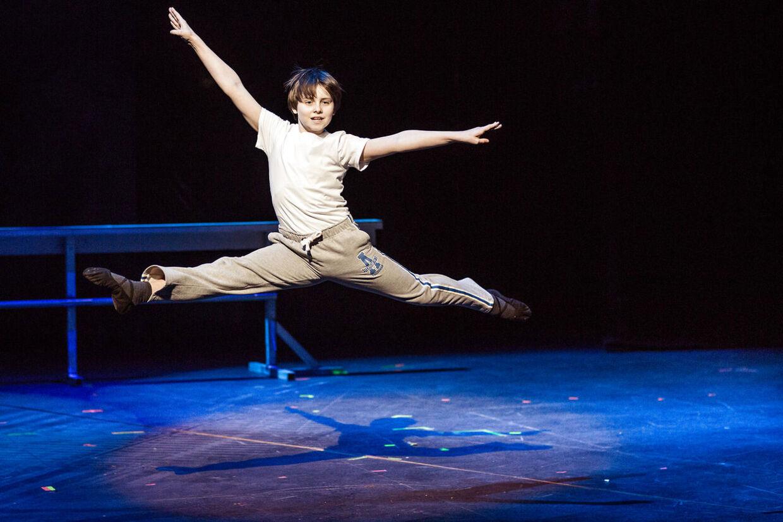 Billy Elliot The Musical. Musicalen er baseret på filmen af samme navn og har musik af Elton John. Her Carl-Emil Lohmann.