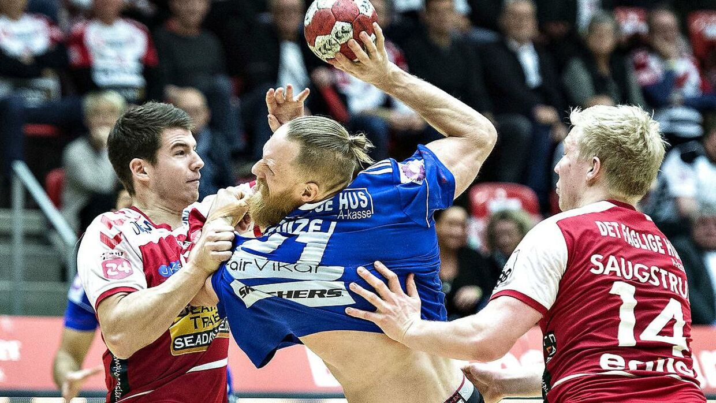 Miha Zvizej (i midten af billedet) og de øvrige Ribe-Esbjerg-spillere har fået en frygtelig start på sæsonen.
