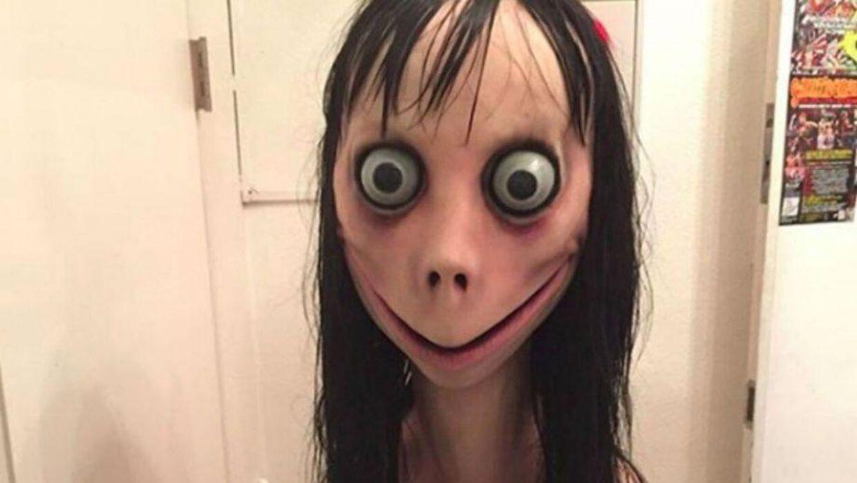 Sådan ser dukken 'Momo' ud. Dukken er i dag blevet ansigt på et populært internetfænomen hos især børn og unge over hele verden.