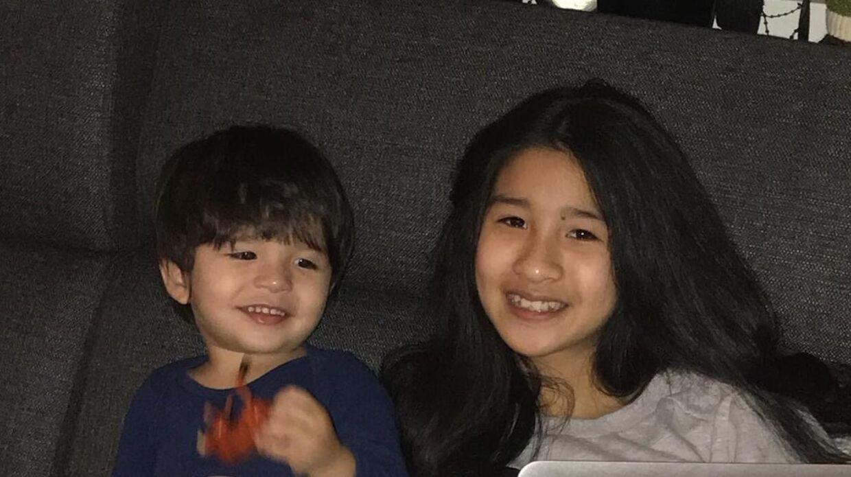 Her ses 13-årige Mint med sin lillebror, Malick på tre år.