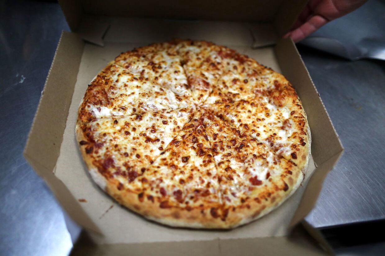 Domino's blev i Operation X afsløret i at omdatere råvarer, der skulle på pizzaer.