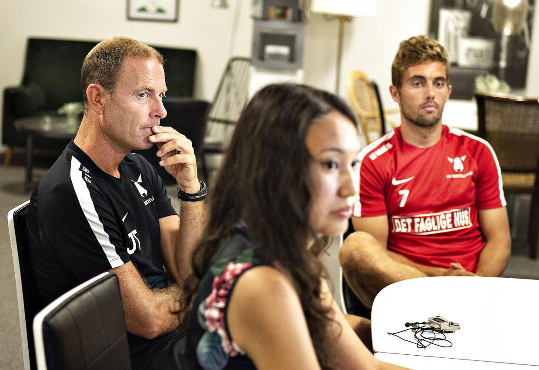 Jess Thorup og FC Midtjyllands anfører Jakob Poulsen ses her med kazakstanske journalister ved FC Midtjyllands pressemøde på træningsanlægget i Ikast, tirsdag 31. juli 2018.