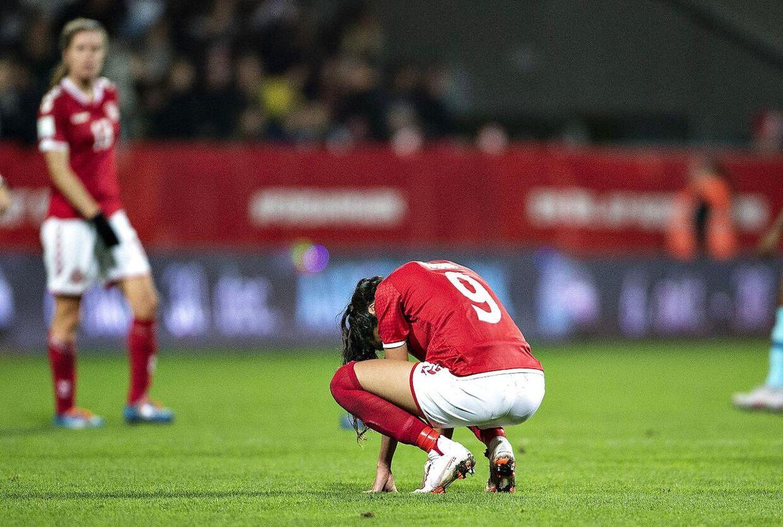 Nadia Nadim efter nederlaget i VM playoff-kampen mellem Danmark og Holland. Danmark tabte tirsdag aften 1-2 til Holland og misser dermed VM-slutrunden. Holdet vurderer, at man glippede VM-billetten tilbage i september mod Sverige