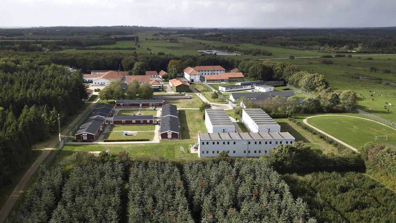 Regeringen tog med udlændinge- og integrationsminister Inger Støjberg (V) i spidsen i marts 2016 det tidligere stasfængsel Kærshovedgård i Midtjylland i brug som udrejsecenter for afviste asylansøgere, udviste kriminelle og udlændinge på tålt ophold. B.T. sætter i den kommende tid fokus på konsekvenserne.