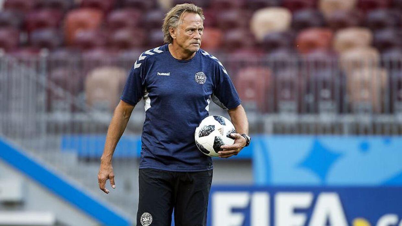 Målmandstræneren Lars Høgh er ikke med landsholdet lige nu.