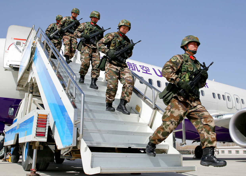 Det kinesiske militær har været i hård konflikt med seperatister og islamiske terrorister i Xinjiang-provinsen.