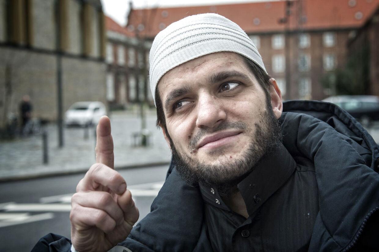 Adnan Avdic har en dom for at hylde terror og udtale, at homoseksuelle skal smides ud fra høje bygninger. Tidligere på året fik han en advarsel om, at han kunne være blevet udvist betinget.