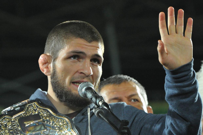 Russiske Khabib Nurmagomedov besejrede søndag Conor McGregor i MMA-storkampen i letvægt i UFC, hvorefter det hele udviklede sig til en skandale med slagsmål. Said Tsarnayev/Reuters