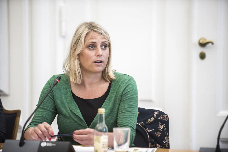Trine Bramsen (S) mener, at brsøgene hos Åeter Madsen er en hån mod den dræbte jouralist Kim Walls minde og efterladte