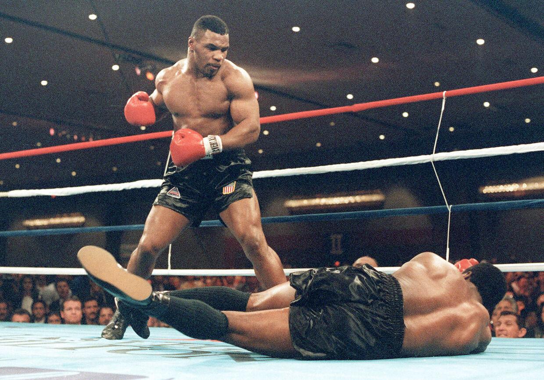 Mike Tyson vinder sin første sværvægtstitel i 1986.