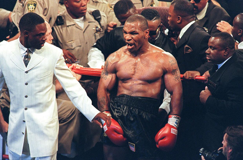 Mike Tyson efter en sejr i 1997.