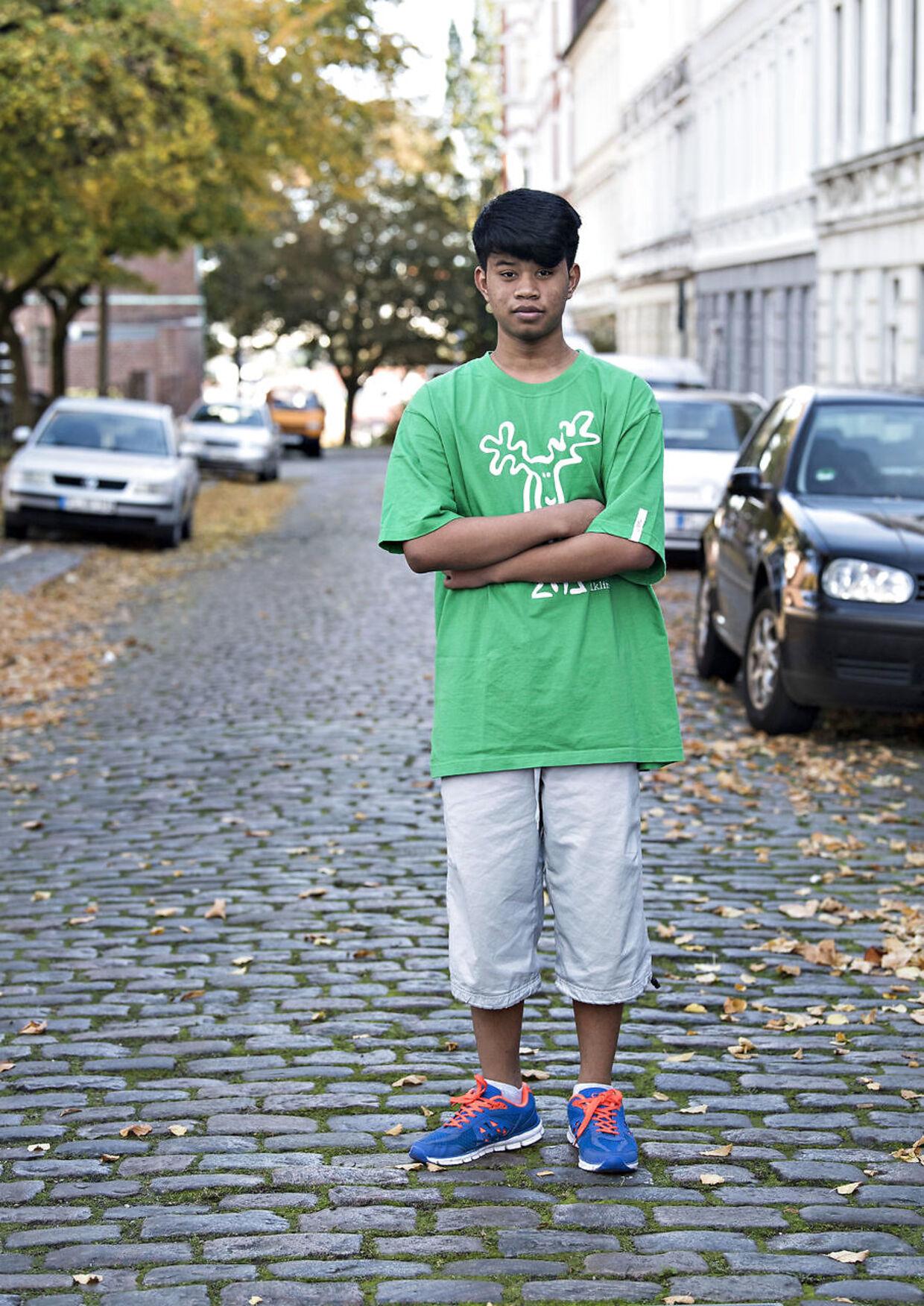 Birdie uden for lejligheden i Flensborg, hvor de har boet de seneste mange måneder.