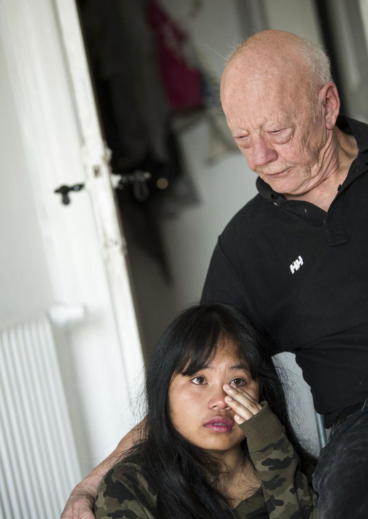 13-årige Poy savner sine venner og sin papbror, efter hun med sin thailandske mor og danske papfar er flyttet til Flensborg.