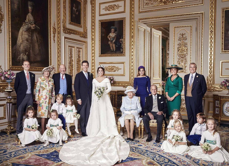 978f3eeafbb6 Højst usædvanligt ses Prins Philip (siddende til højre for brudeparret) her  ved siden af