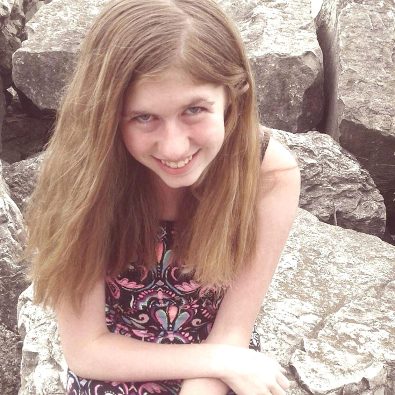 Den 13-årige Jayme Closs er stadig forsvundet fra sit hjem i Wisconsin, USA, hvor begge hendes forældre blev dræbt den 15 oktober.