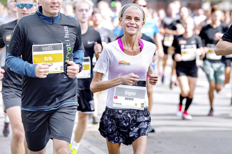Den 16. september løb Signe Grønnebæk halvmaraton i København. På to timer, 32 minutter og 21 sekunder tilbagelagde hun de 21,1 km. Flere gange undervejs tænkte hun: 'Hvor skal jeg bare være taknemmelig for min krop. Hold op, hvor kan den meget - til trods for alt det, jeg har budt den'.