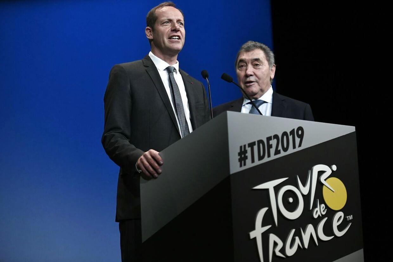 Løbsdirektør Christian Prudhomme præsenterede næste års rute. Her ses han med legenden Eddy Merckx.