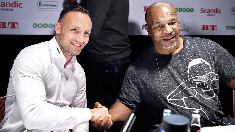 Tidligere verdensmester i sværvægtsboksning Mike Tyson er i København for at optræde i et talkshow i Cirkusbygningen sammen med Mikkel Kessler. Her til forudgående pressemøde på Hotel Scandic Kødbyen.