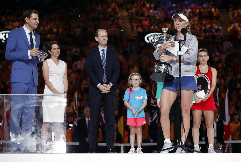 Caroline Wozniacki holdt tale efter sin sejr i Australian Open i januar.