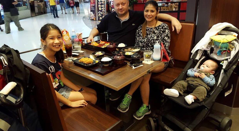 I Franks syv måneders barsel med Malick, er hele familien sammen i Thailand.