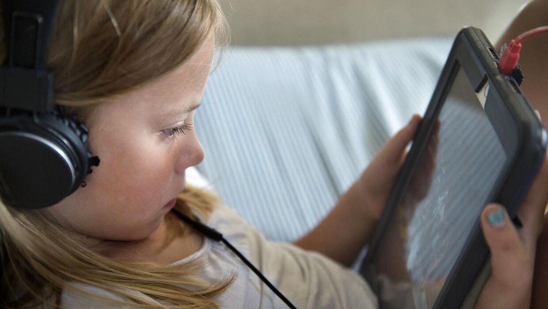 Halvdelen af alle 11-årige bruger mindst to timer på skærmen dagligt, viser en undersøgelse fra foråret 2018 fra Det Nationale Forsknings- og Analysecenter for Velfærd.