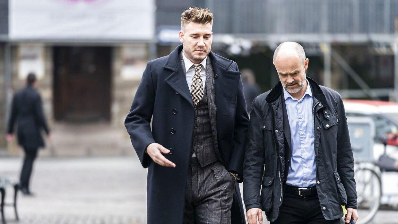 Nicklas Bendtner og advokat Anders Nemeth ankommer fredag den 2. november til Københavns Byret op til voldssagen mod Bendtner. Dommen lød på 50 dages ubetinget fængsel og fodboldspilleren ankede samme dag dommen.Foto: Martin Sylvest/Scanpix 2018)