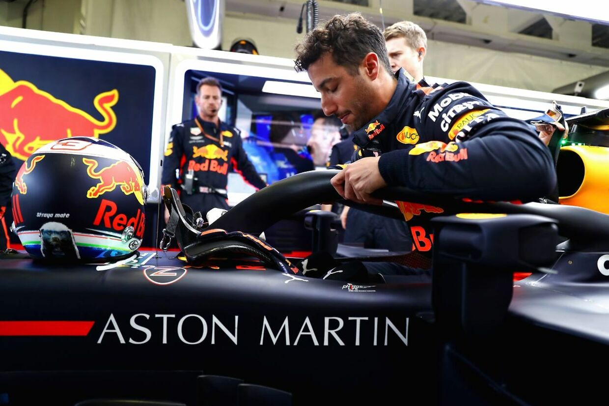 MEXICO CITY, MEXICO - OCTOBER 28: Daniel Ricciardo of Australia and Red Bull Racing prepares to drive in the garage before the Formula One Grand Prix of Mexico at Autodromo Hermanos Rodriguez on October 28, 2018 in Mexico City, Mexico. Mark Thompson/Getty Images/AFP == FOR NEWSPAPERS, INTERNET, TELCOS & TELEVISION USE ONLY ==