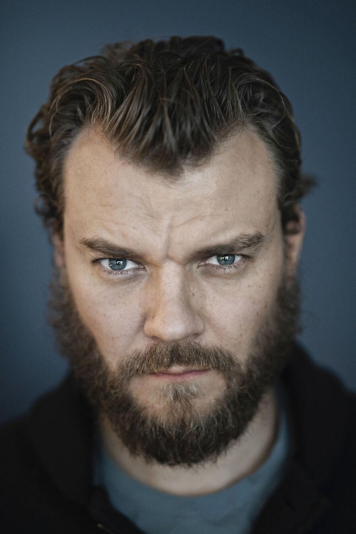 Den dansk/franske skuespiller synes, det er fedt at spille skurk.