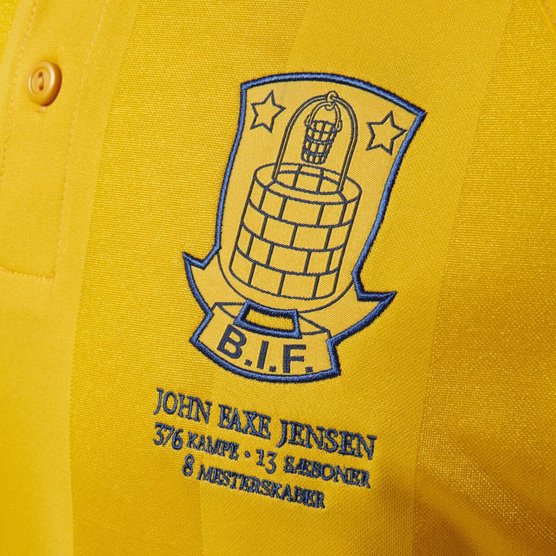 Brøndbylogoet med en hyldest til John 'Faxe' Jensen.