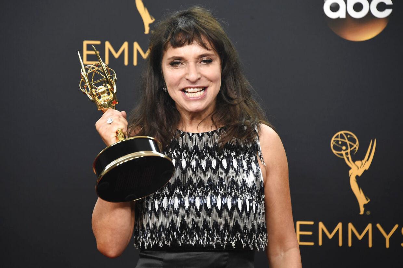 Susanne Biers film 'Birdbox' er lavet for Netflix-abonnenternes penge - men får en uge i biograferne, før den rammer skærmene hjemme i abonnenternes stuer.