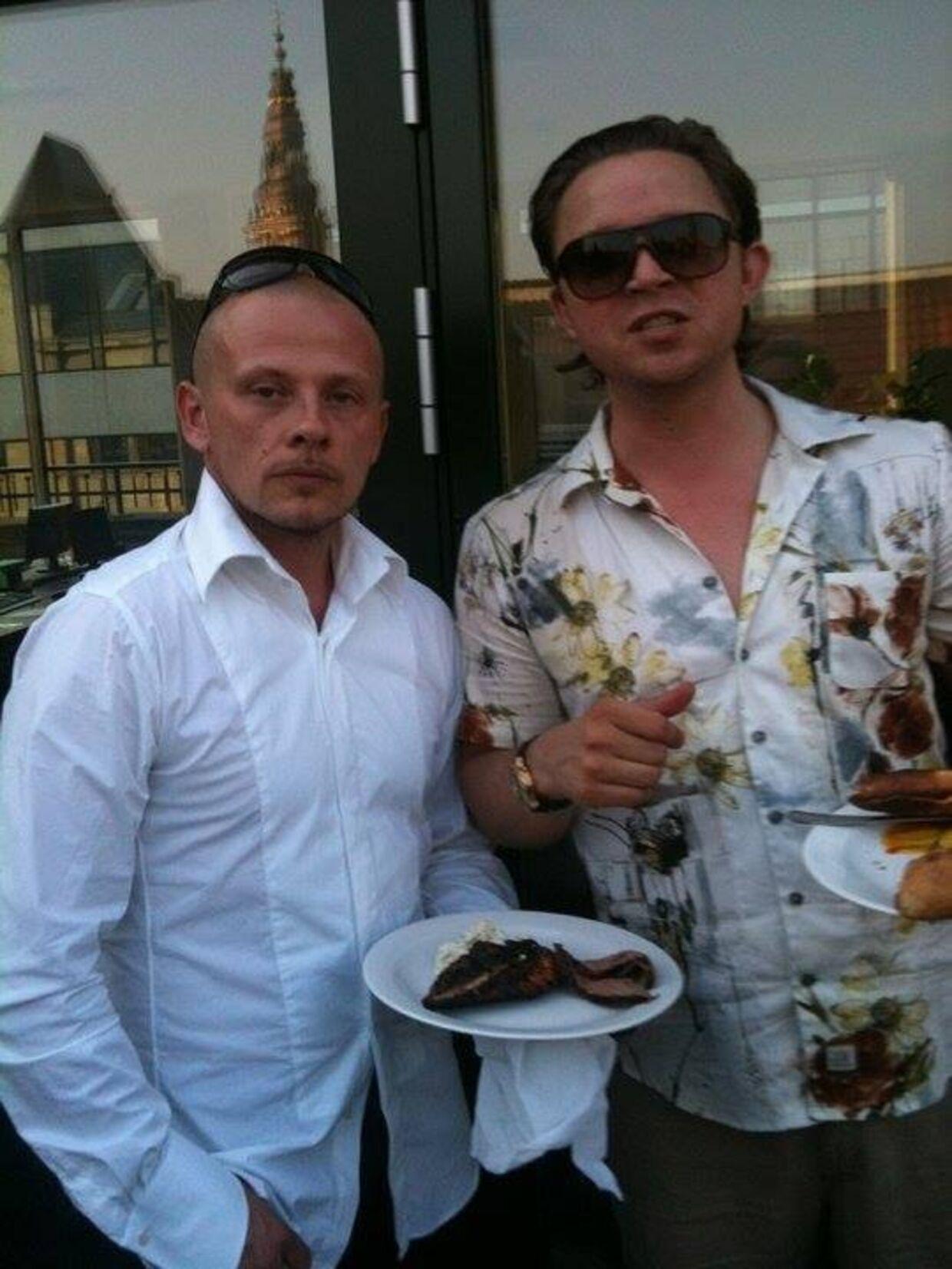 Nick Coldhands (t.v.) har sendt dette billede til B.T., hvor han står med sin gamle ven Rasmus Berg.