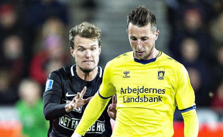 Brøndbys Kamil Wilczek mod FC Midtjyllands Alexander Scholz i Superligakampen FC Midtjylland mod Brøndby IF på MCH-Arena i Herning.