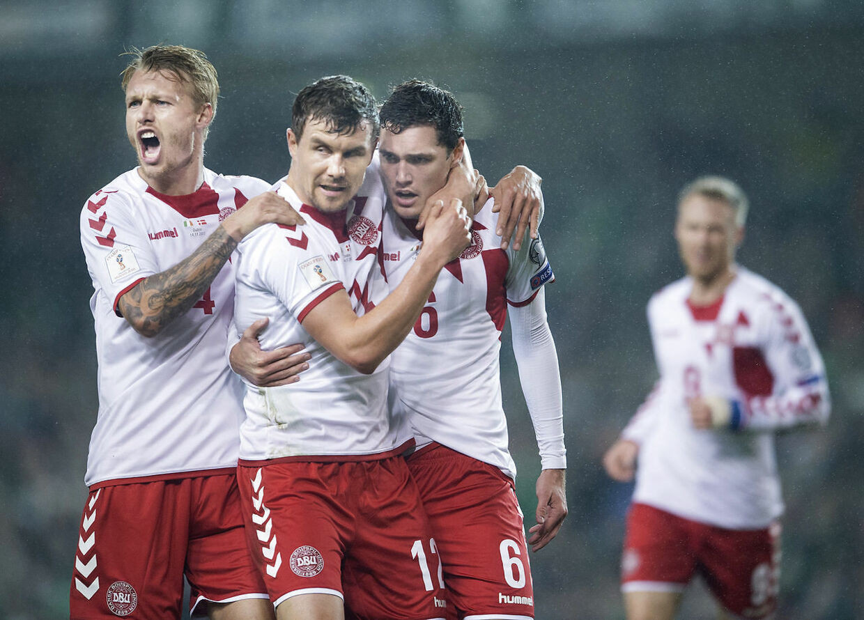 Andreas Bjelland (midten) er blevet efterudtaget til det danske landshold.