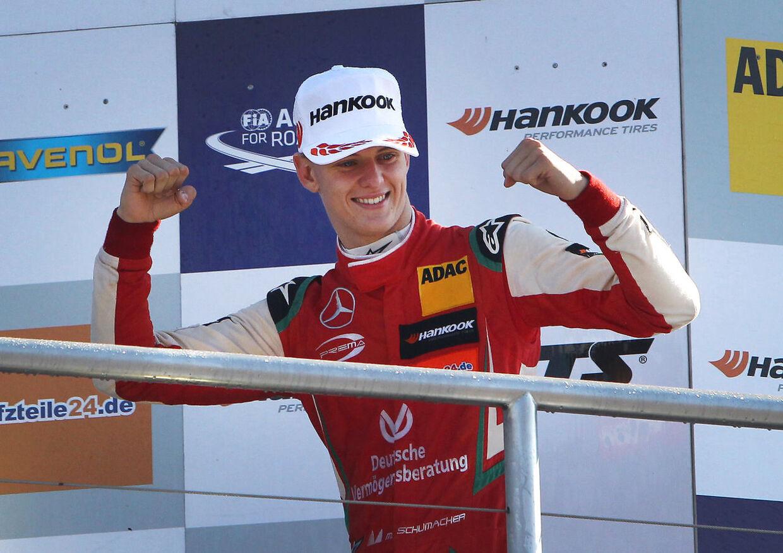 Mick Schumacher fejrer FIA Formula 3-sejren i denne sæson. (Photo by Daniel ROLAND / AFP)