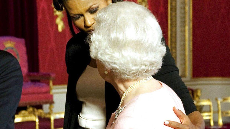 ARKIVFOTO fra mødet mellem Michelle Obama og Dronning Elizabeth i april 2009.