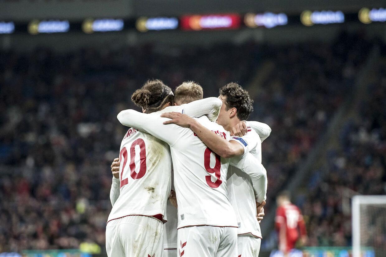 Danmarks Nicolai Jørgensen (9) scorer til 0-1 under Nations League fodboldkampen mellem Wales og Danmark på Cardiff City Stadium i Cardiff, fredag den 16. november 2018.