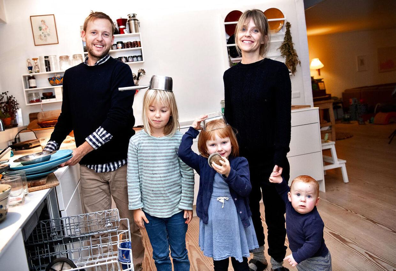 Hjemme i Herlev hos Christina og Jeppe og deres tre børn, pigerne Anna og Ingrid – og den yngste, Asger, som er født hjemme med 'privat' jordemoder.
