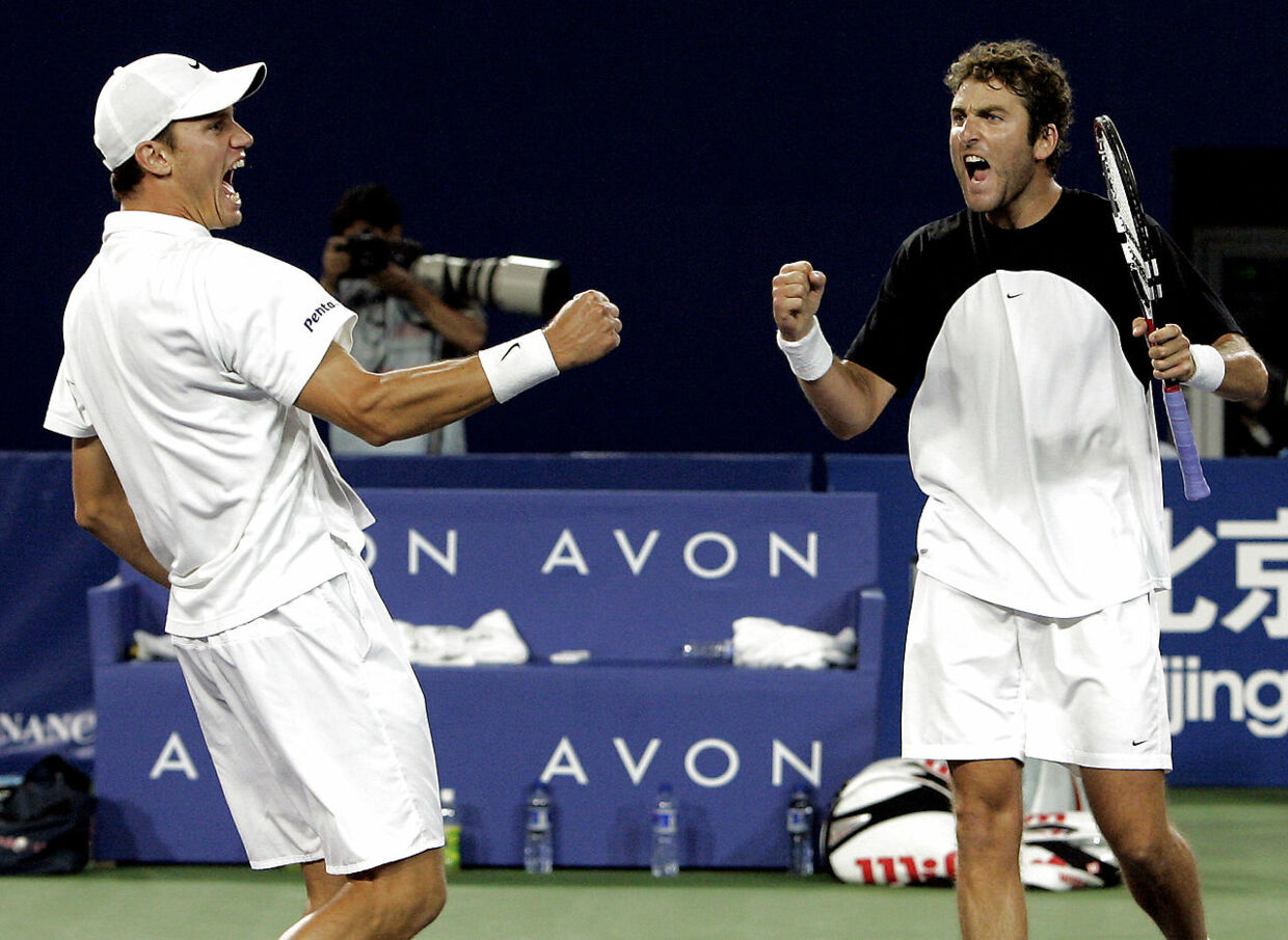 Americans Justin Gimelstob (R) and Graydon Oliver (L) celebrate after beating compatriots Alex Bogomolov and Taylor Dent in the men's doubles finals of the China Open in Beijing 19 September 2004. Gimelstob and Oliver beat Bogomolov and Dent 4-6, 6-4, 7-6.                    AFP PHOTO/GOH CHAI HIN