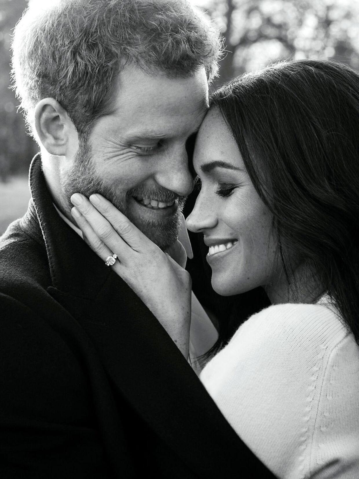 Et af de officielle bryllupsbilleder af prins Harry og Meghan Markle, der blev taget ved Frogmore House i Windsor, som nu bliver deres hjem.