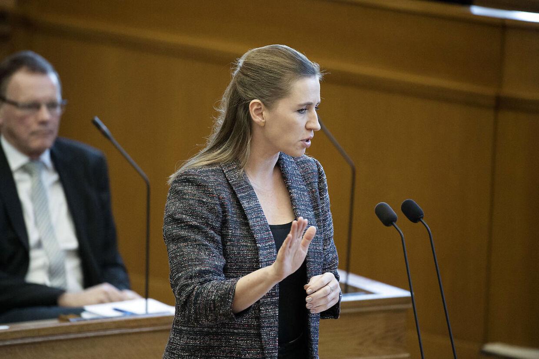 Mette Frederiksen kræver svar på, hvor Lars Løkke Rasmussen står i forhold til sagen om Mint og de andre udviste børn.