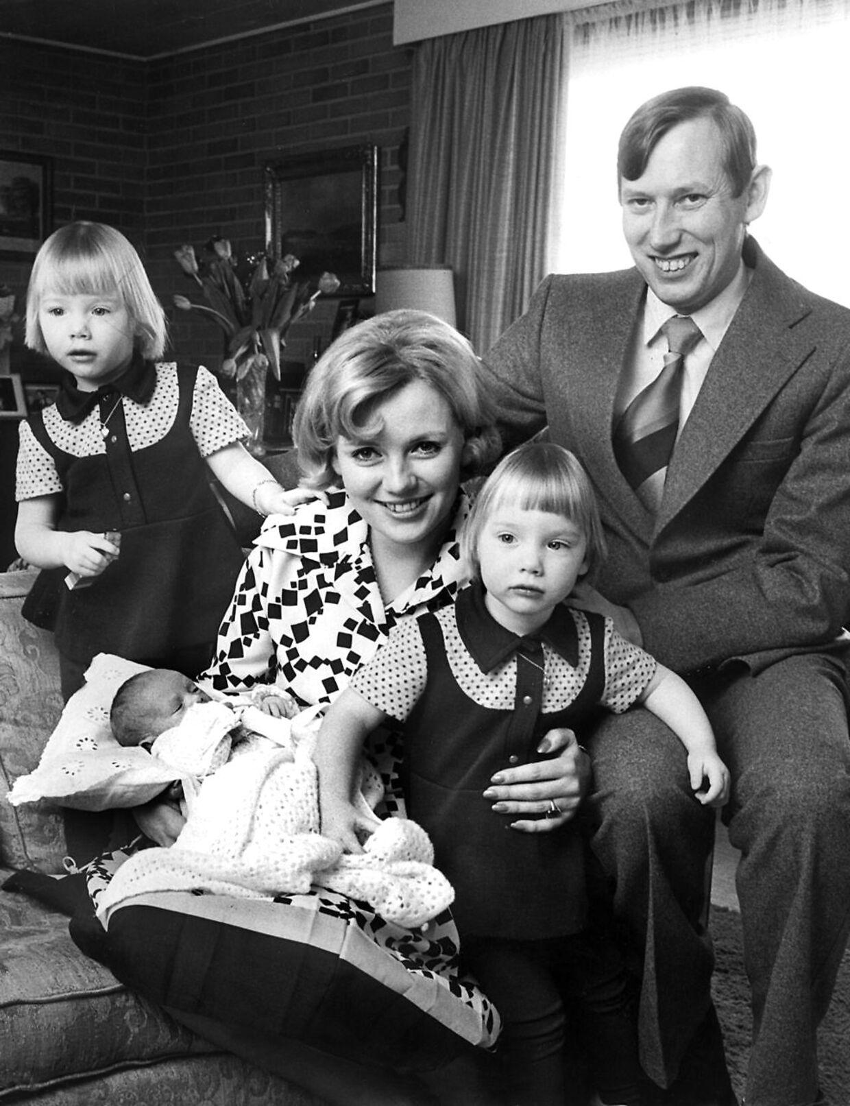 ARKIVFOTO af Grev Christian og Grevinde Anne Dorte af Rosenborg med tvillingedøtrene Camilla og Josephine og deres lillesøster Feodora.
