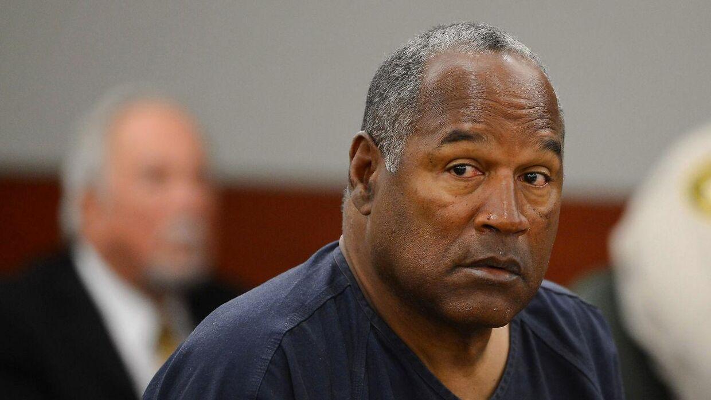 O. J. Simpson fotograferet i retten tilbage i 2013. I 1995 blev han frikendt for anklagerne om drab på sin eks-kone og hendes kæreste, men nogle år senere sad han igen på anklage bænken. Denne gang tiltalt for væbnet røveri.