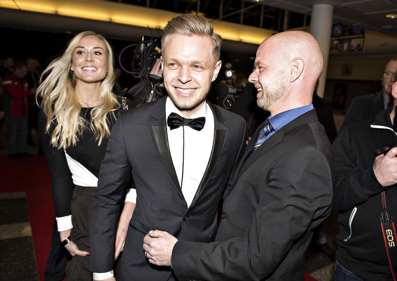 Jan og Kevin Magnussen sammen til Dansk Motorsport Award. I baggrunden er Kevin Magnussens forlovede Louise Gjørup.