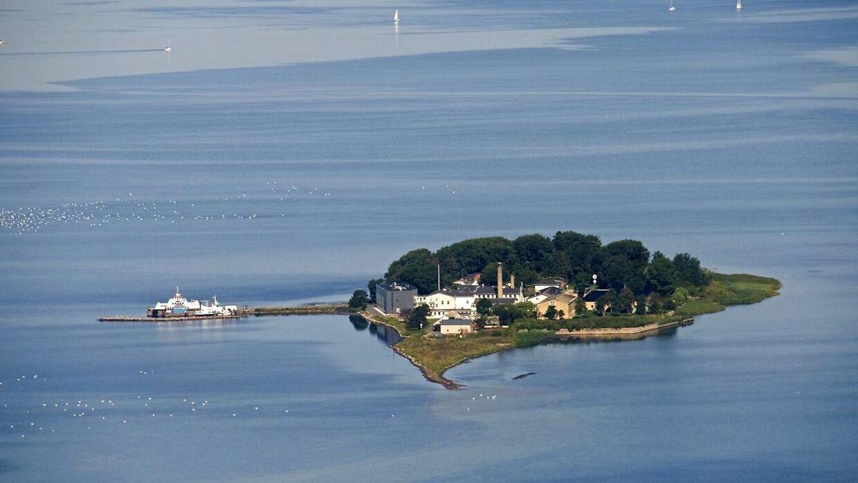 Luftfoto af øen Lindholm i Stege Bugt ved Møn. Øen er på syv hektar og er hjemsted for Statens Veterinære institut for Virusforskning.
