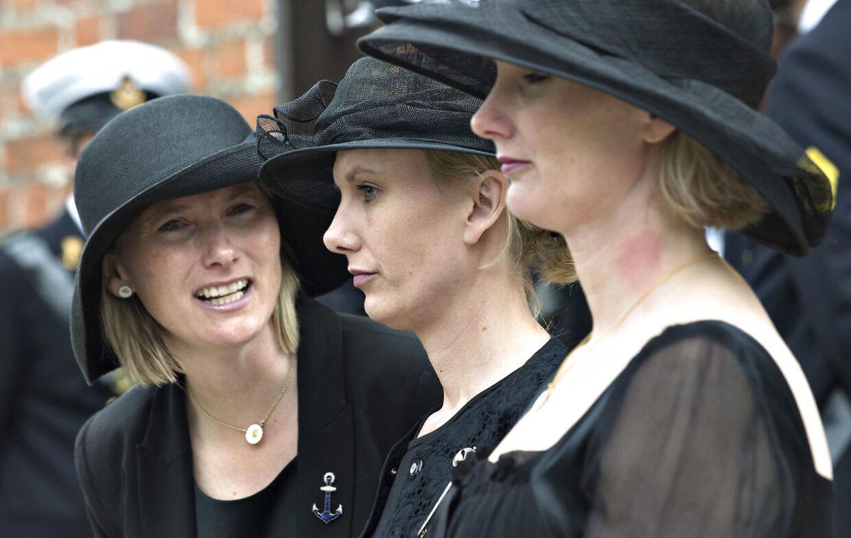 Her ses Josephine, Feodora og Camilla, komtesser af Rosenborg ved deres far greve Christian's begravelse i Lyngby Kirke onsdag d. 29 maj 2013. (Foto: Jens Nørgaard Larsen/Scanpix 2013)